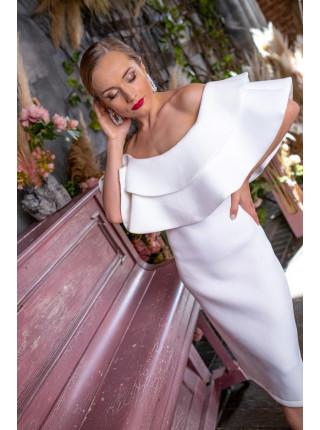 Праздничное платье с крупными воланами на бюсте
