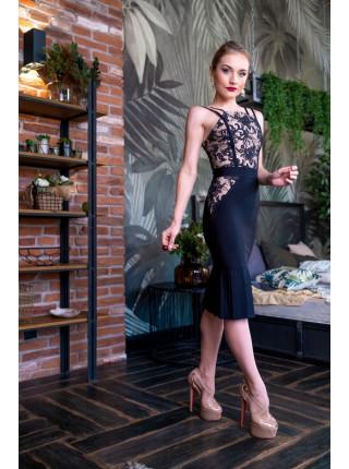 Бандажное платье с кружевом и воланом