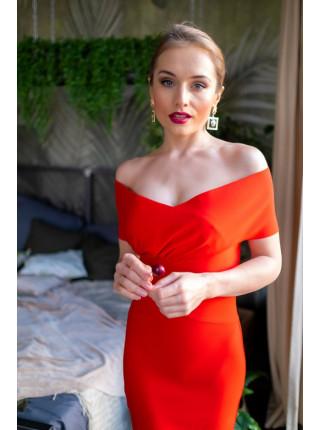 Красное бандажное платье с открытыми плечами