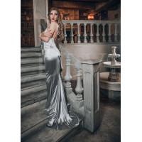 Атласное платье с кружевом и шлейфом