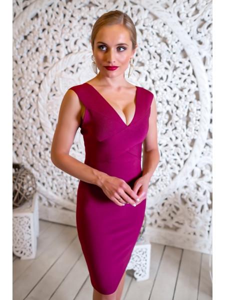 Бандажное платье с глубоким V-декольте