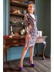Праздничное платье с аппетитным декольте и сверкающим узором