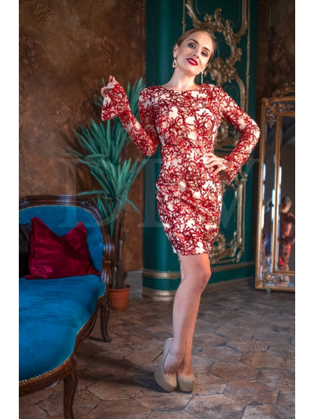 Красное платье с пайетками