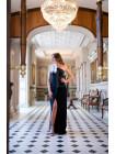 Вечернее платье с страусиным пером на плече