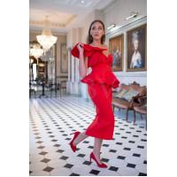 Красное платье с объёмным воланом на плече