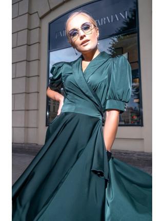 Атласное платье на запах с пышной юбкой изумруд