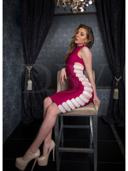 Платье марсала бандажное с разрезами
