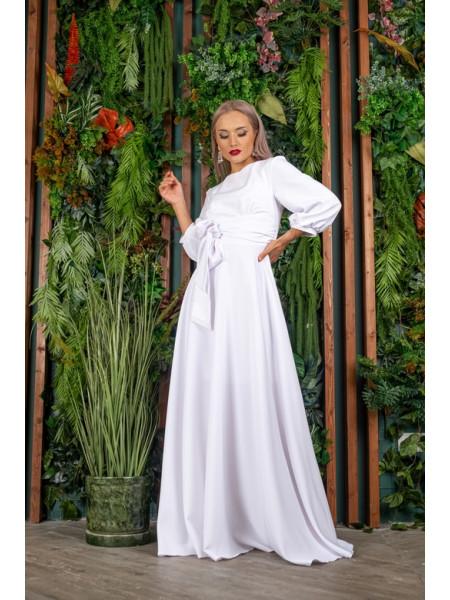 Длинное платье с рукавами и поясом