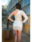 Сверкающее платье с рукавом и чокером