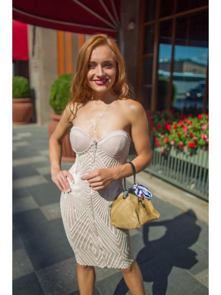 Платье-бюстье с сверкающими линиями