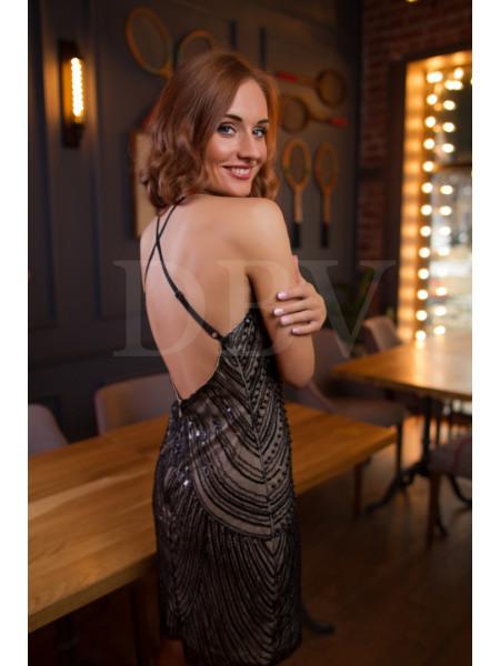 Вечернее короткое платье, расшитое бисером